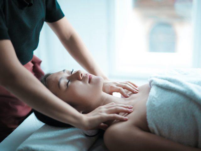 http://healthviewchiropractic.com/wp-content/uploads/2020/11/pexels-andrea-piacquadio-3764568-640x480.jpg