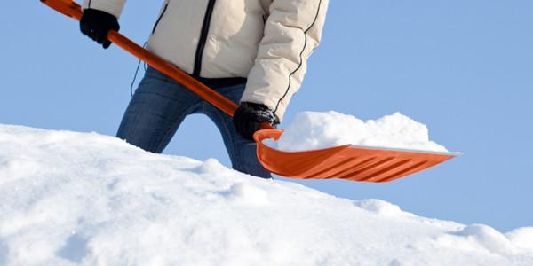 Chiropractic-Snow-Shovelling.jpg
